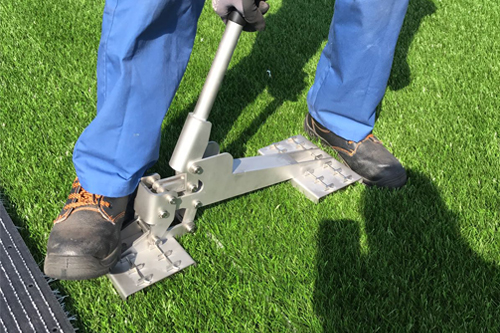 Adjust seams artificial turf installation joint