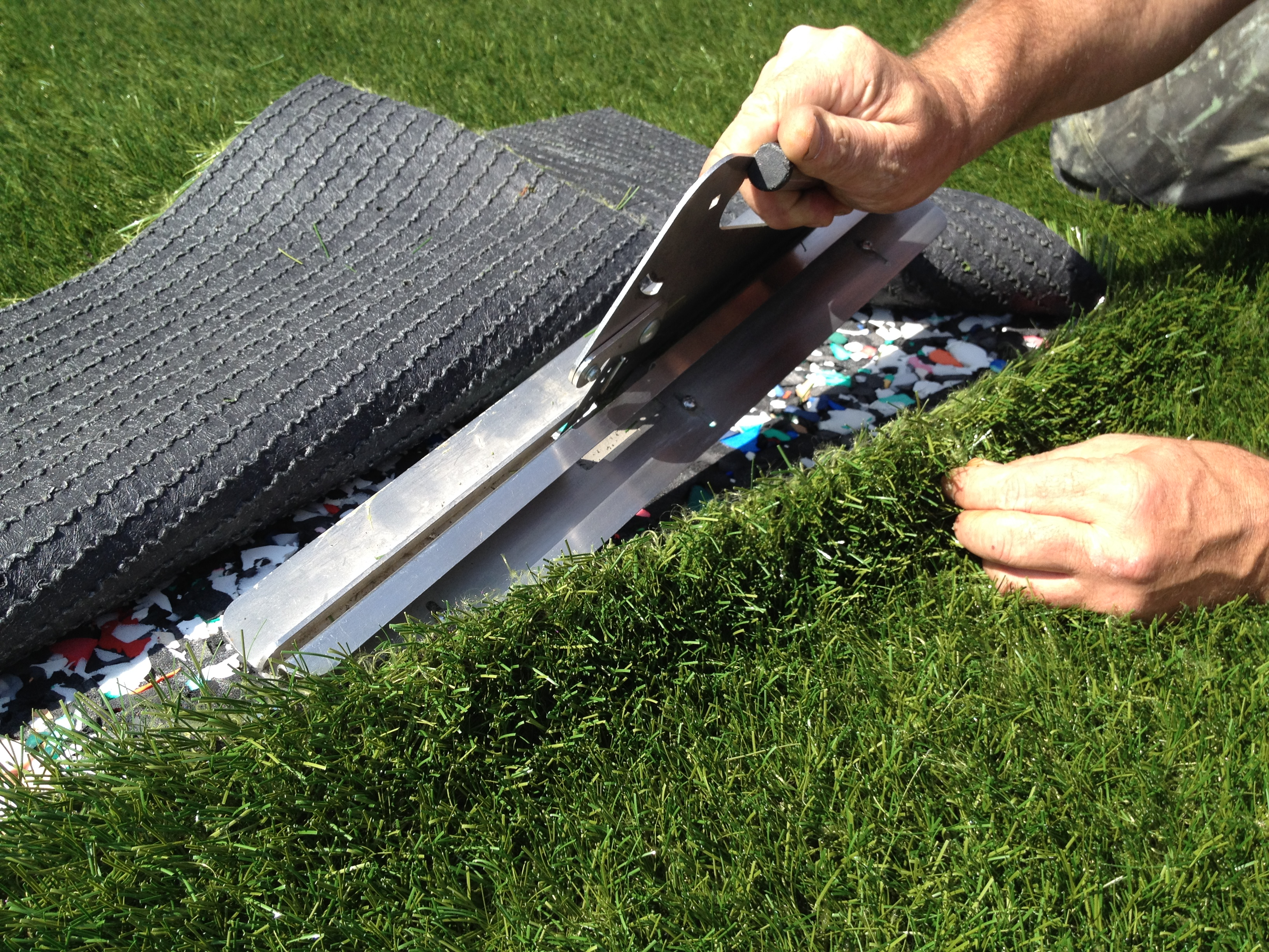 how to cut artificial grass