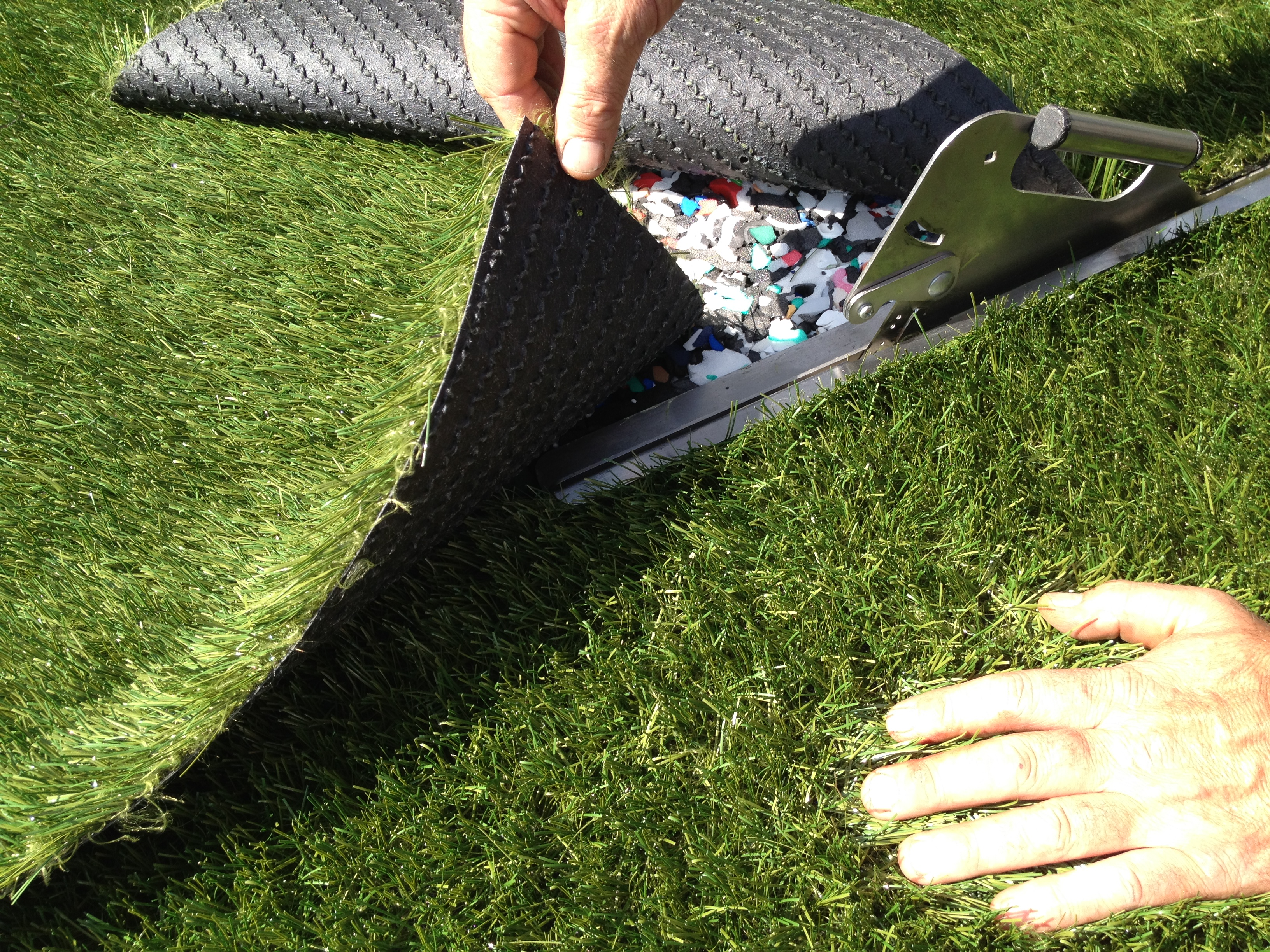 how to cut synthetic turf