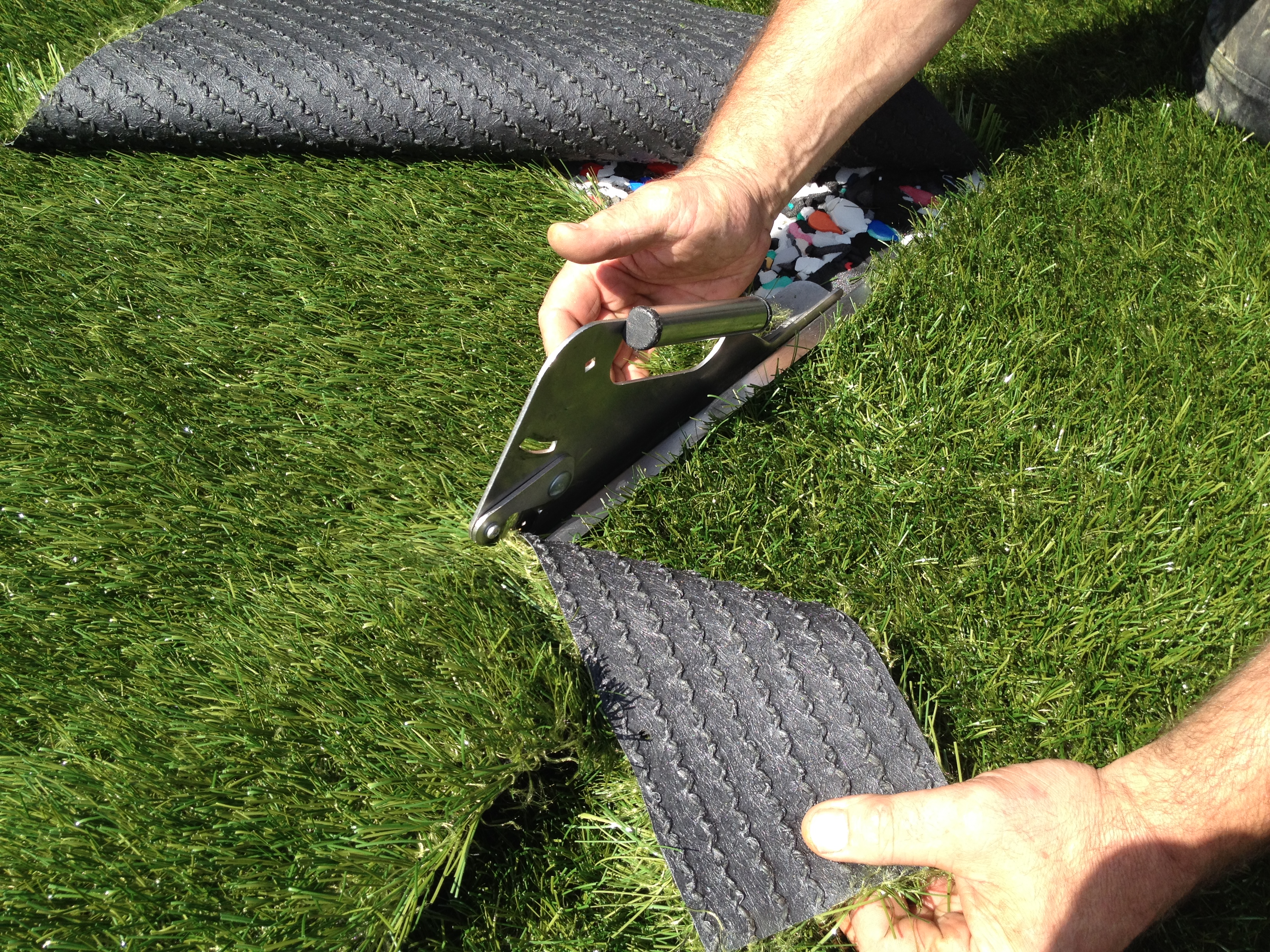 how to cut artificial turf